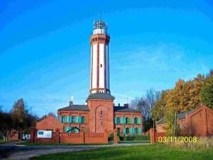Leuchtturm-Niechorze-Strassenansicht